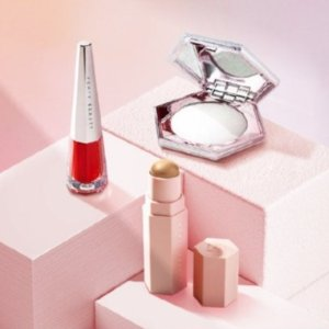 Fenty Beauty 全线热促 钻石高光、塑颜彩妆棒、粉底都有