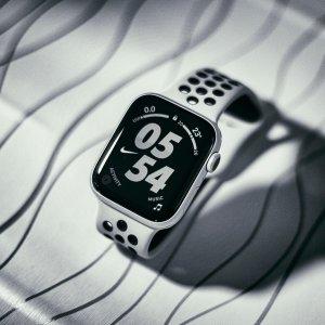 44mm $508.98(原价$568.98)父亲节送礼:Apple Watch 5 智能手表 直降$60