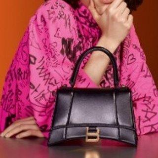 新品 收超有范菱形挎包Balenciaga 新款手袋发布  异形挎包设计感超强赚足回头率