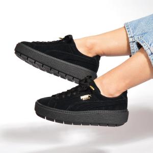 df061c0392e PUMA Women s Suede Platform Trace Sneakers   Amazon.com  59.95 ...
