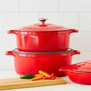 红色铸铁锅
