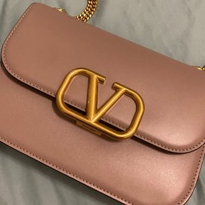 Valentino Garavani7折,经典可爱,100%羊皮粉色单肩小包