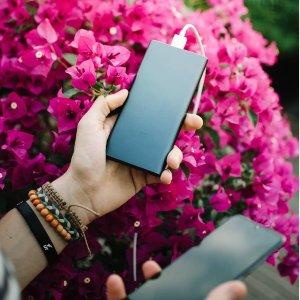 10000毫安仅€17.68Xiaomi 小米充电宝 极简设计 铝金属外壳 能冲2.2次iphone