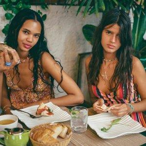 休闲度假风Urban Outfitters Going Place系列火热开卖 行走在摩洛哥街头的少女