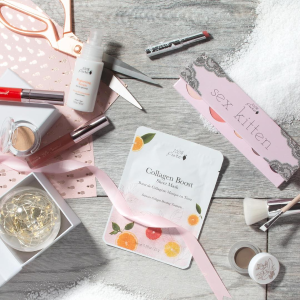 Receive a GWP Bundle ($130 value!)With $70 Purchase @ 100% Pure