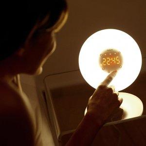 £64.99(原价£105)Philips 智能型自然唤醒灯