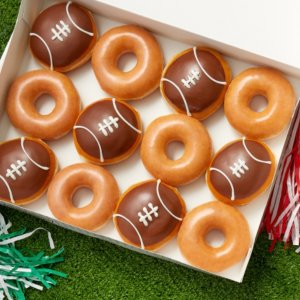 每打$11.79 仅限1周Krispy Kreme 橄榄球甜甜圈限时回归 经典口味搭配可爱造型