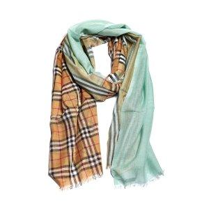 Burberry相当于$300围巾