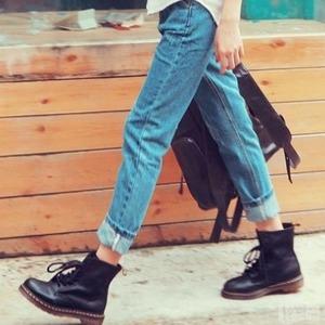 7折 收1460 8孔黑色Dr. Martens 人手一双的马丁靴热卖 男女都有