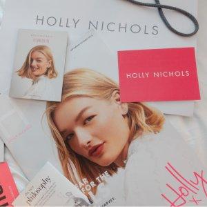 再见Harvey,你好HollyHarvey Nichols 支持女性平权运动 倾听你的声音