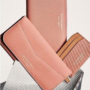 纯色卡包$120起  收粉色新设计巴宝莉美国官网 钱包配饰大促 丑萌配饰超可爱