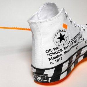 $330, 没抢到的这里入Converse Chuck Taylor All-Star 70s Hi Off-White 这里买