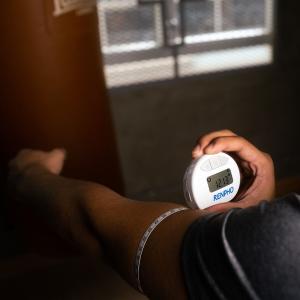 售价€25.99 塑形好搭档Renpho 智能体围测量仪 单手操作 自动读数 手机APP记录