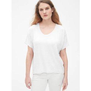 圆领白T恤