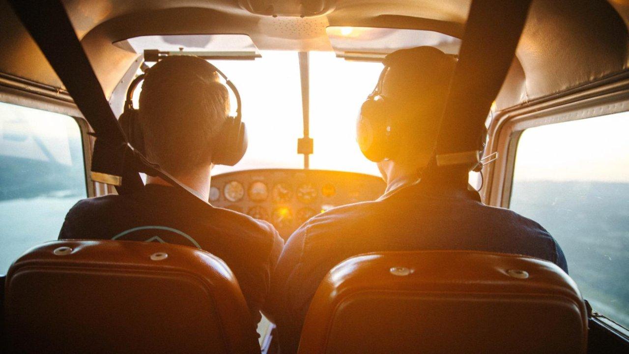 在加拿大学开飞机须知 | 不同驾照种类、需要多久学会、学费多少钱......