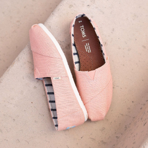 Up to 50% OffHautelook TOMS Shoes Flash Sale