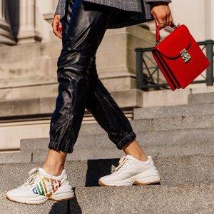 定价优势+额外9折 老爹鞋$663上新:Gucci 经典鞋包及配饰热卖 双G钱包$478
