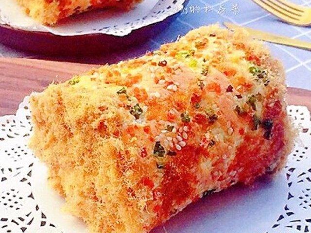 香喷喷的香葱肉松蛋糕卷出炉啦!