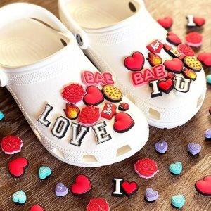 6个配饰+洞洞鞋仅€49.99 原价€63.93Crocs DIY优惠大促 四舍五入配饰简直不要钱 快来创造你的洞洞鞋