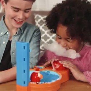 $4.5(原价$22.47)附视频玩法Hasbro 硬核儿童恶搞玩具,全家总动员 猜猜谁是幸运儿