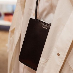 直接85折 €140收燕子链条包独家:Nugnes 新品大促 €335收GG小脏鞋 麦昆小白鞋€361