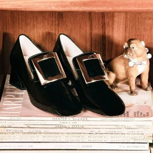 低至6折 £258收经典方扣平底鞋Roger Vivier官网 年末大促开跑 经典方扣鞋速收