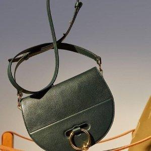 低至3折+额外8折 收封面款美包今天截止:JW Anderson 精选美衣、美包热卖