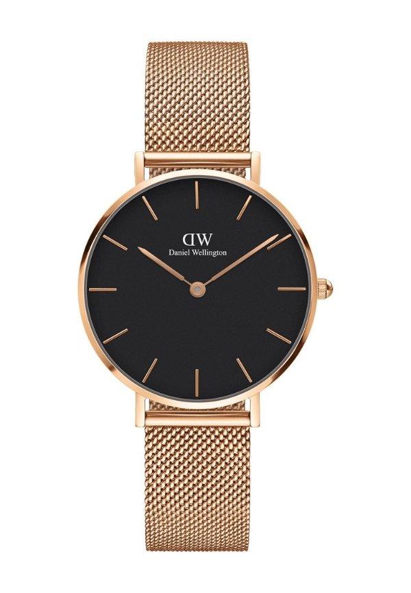 黑盘金色腕表