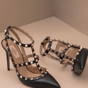 低至5.5折+包税 经典单圈铆钉高跟$500+Valentino 美包美鞋上新热卖,新款VRing包$1300+