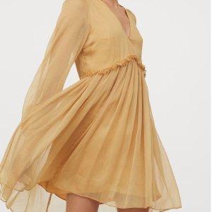 低至3折 €9.99收碎花小裙子H&M 黄色专区 淡黄的长裙 蓬松的头发 最美Rapper就是你