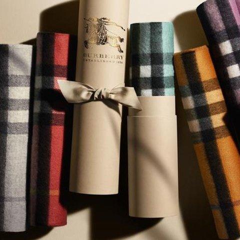 低至5.7折,£329收格纹围巾Burberry 经典格纹围巾热促 复古英伦包包好价收