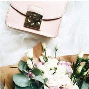 低至5折Furla澳洲官网  精选美包、配饰热卖 收经典小方包