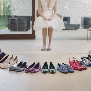 满$200减$50Roger Vivier 女士鞋履热卖 收经典钻扣芭蕾平底鞋