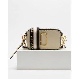 The Marc JacobsSnapshot奶茶色相机包