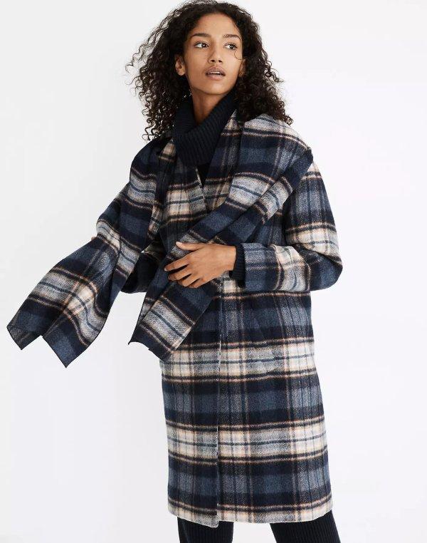 格纹围巾大衣