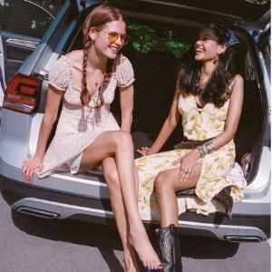 低至3.5折 连衣裙$40.99夏日必败:Urban Outfitters 夏装专场 $27收短袖 娃娃裙$68