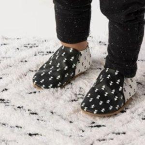 3折起+额外8折11.11独家:Robeez  婴儿服饰鞋履促销 接近光脚感,适合学走路