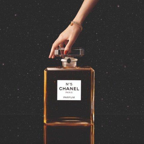 没看错 真的是2021mlChanel 新品限量超大瓶5号香水2021ml 水晶制成 限量55瓶