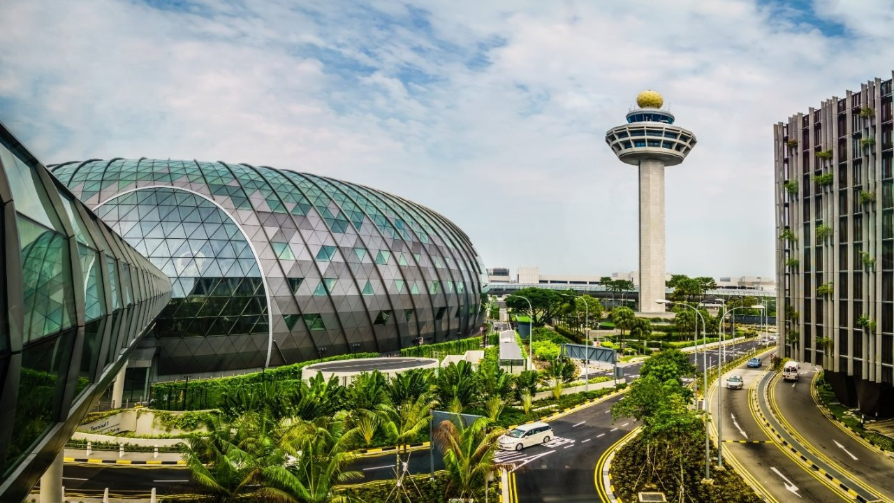 """新加坡总理宣布放弃""""清零""""政策与Covid共存!将扩大免隔离旅游计划,英国也在名单中"""
