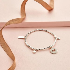 8.5折 £58.65收Tiffany同款爱心手链Chlobo 温柔银饰 手工刻字 定制你的独特意义