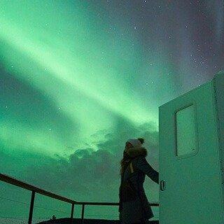 <路路小众:极光小轻奢5日>【4晚极光观测+跨越北极圈+圣诞老人之家+珍娜温泉】一晚入住全球限量10间星球小屋(极光玻璃屋),每天不同方式观测极光