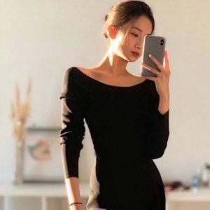 COS露出天鹅颈和完美锁骨~ 超气质黑色露肩连衣裙