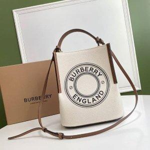 4折起! 围巾£187 T恤£181Burberry 惊喜折扣入 收TB包包、小鹿Bambi、格纹围巾等