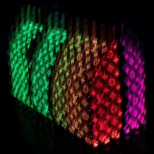 这个包包是彩虹色的预告:Louis Vuitton 夜光球鞋,包包即将上市