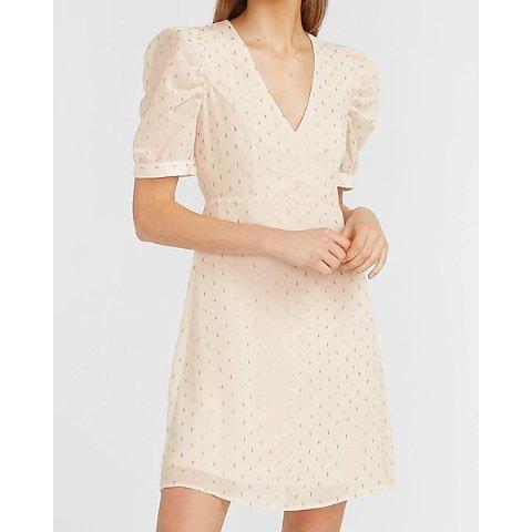 V领泡泡袖连衣裙