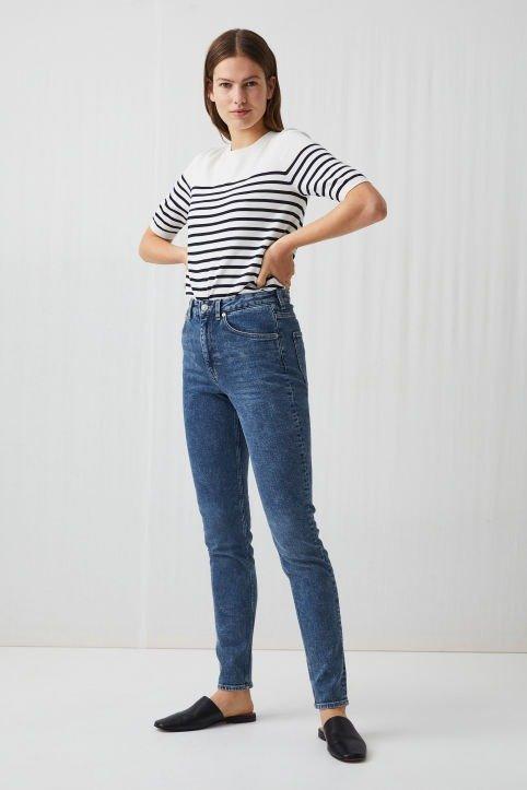 紧身牛仔裤