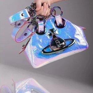 低至6折 新品也参加Vivienne Westwood 美包专场热卖 土星logo闪闪惹人爱