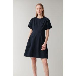 COS复古小黑裙