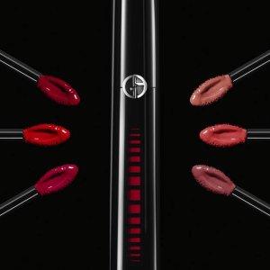 $49 + 无门槛免邮上新:Armani Beauty 新款黑管水光唇釉开售 夏日嘟嘟唇必买