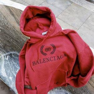 低至6.5折 卡包$300+Balenciaga 巴黎世家 专场卫衣、logo毛衣、三角包热卖